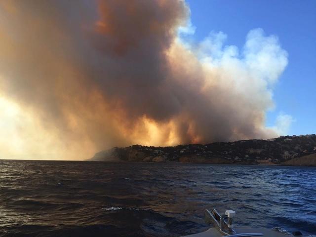 Incendies dans le sud. 13690710