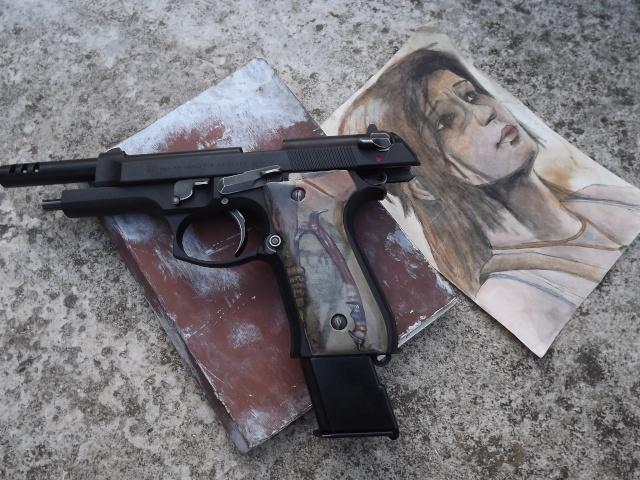 "Grips M9 ""Tomb Raider 2013"" Dscf4610"