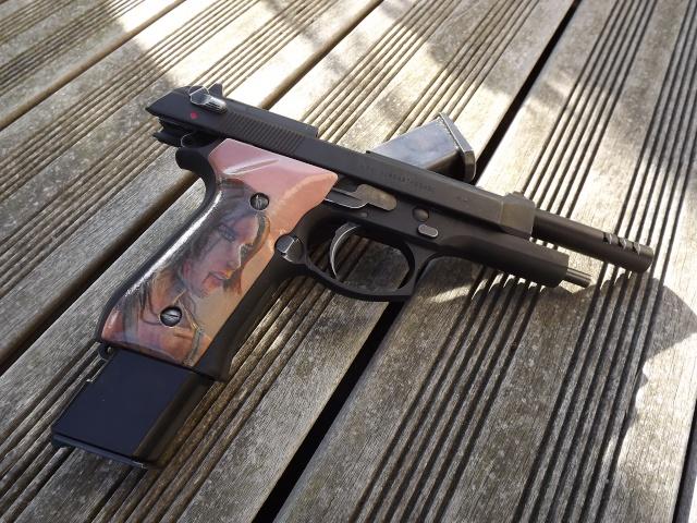 "Grips M9 ""Tomb Raider 2013"" Dscf4612"