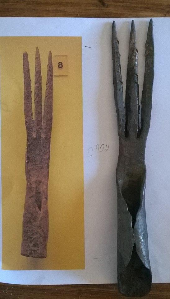 foëne de pêche a 3 dents d'après artefact de Chalons-sur-Saône Fone_c10