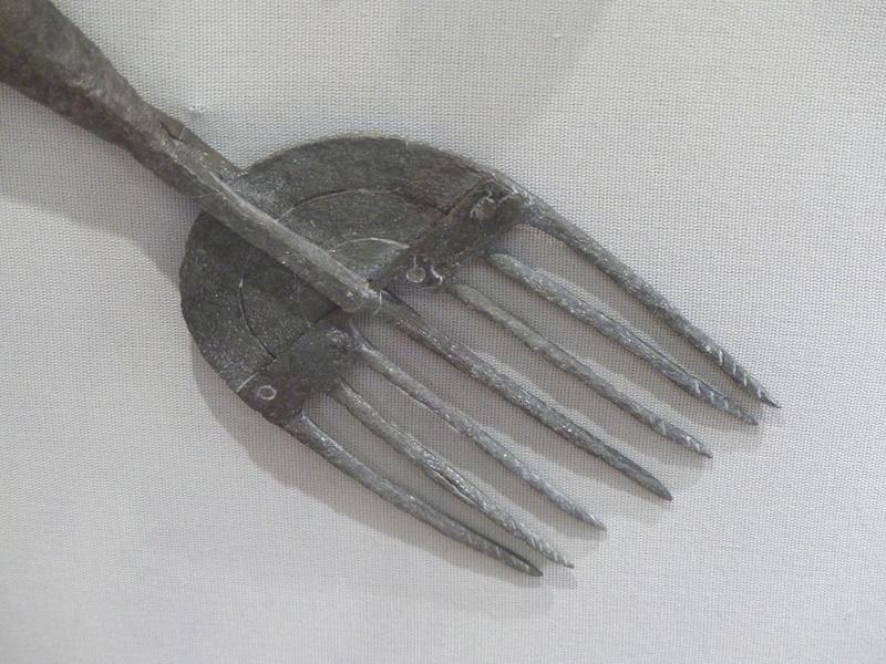 [artefact] engins de pêche du musée de Charavines (Paladru) isère P1090315