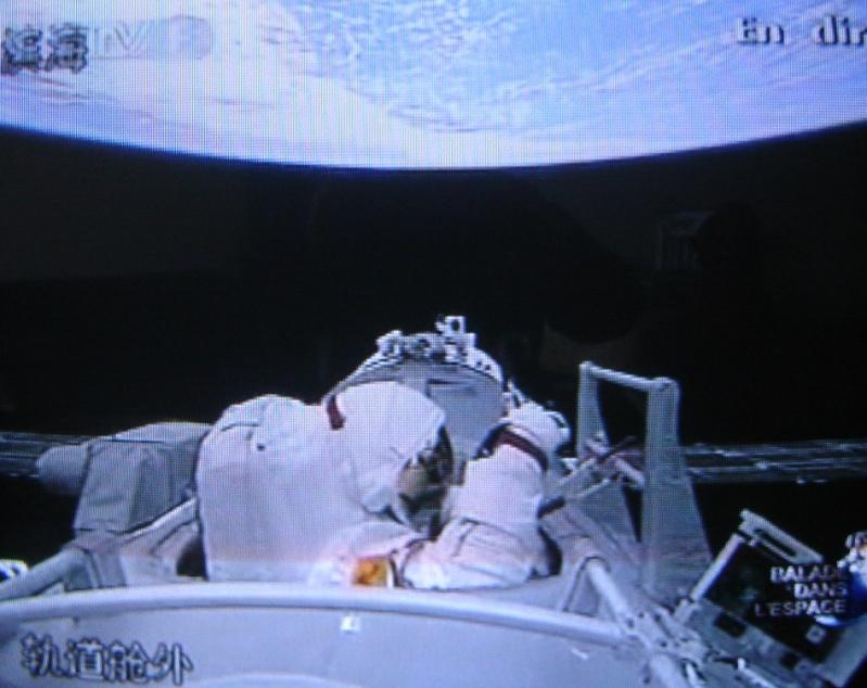 [Shenzhou 7] Sortie dans l'espace - Page 5 Dsc02214