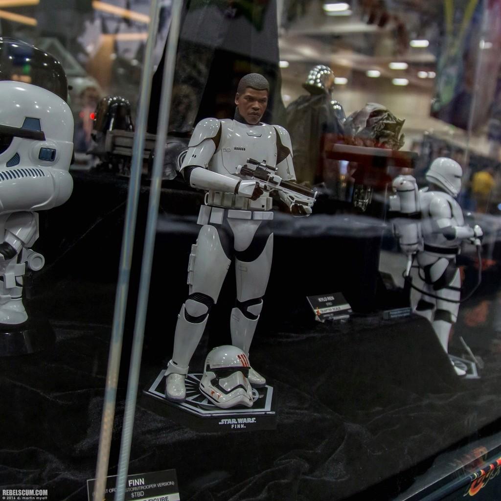 Hot Toys Star Wars: The Force Awakens - Finn Stormtrooper 2016-s30