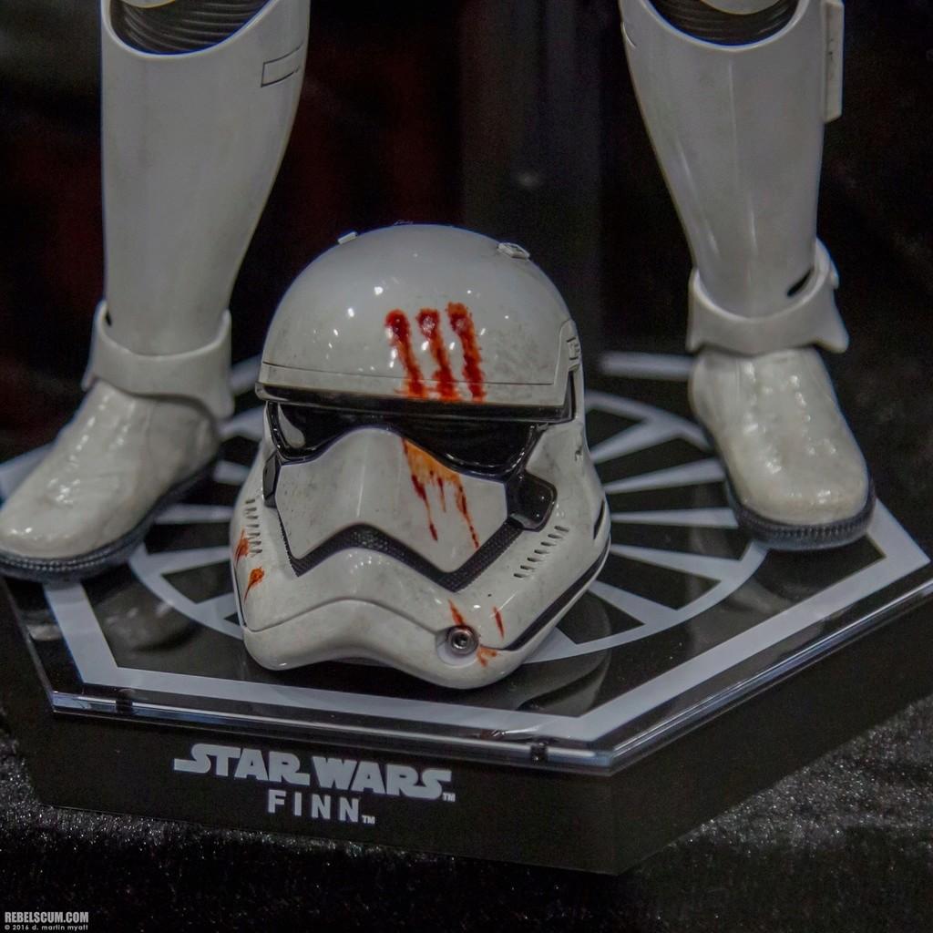 Hot Toys Star Wars: The Force Awakens - Finn Stormtrooper 2016-s31