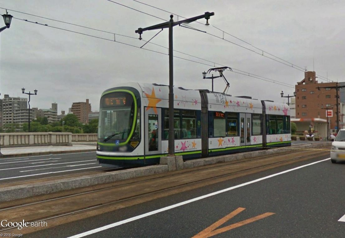STREET VIEW : les tramways en action - Page 3 Hirosh11