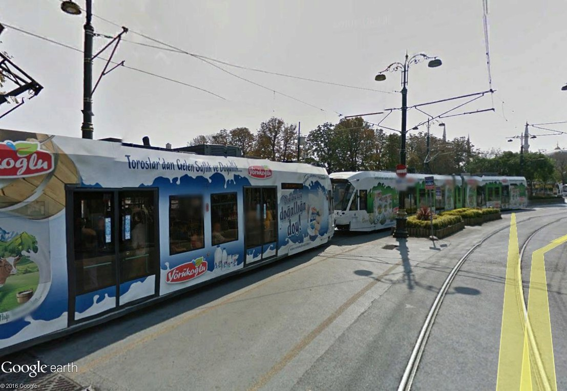 STREET VIEW : les tramways en action - Page 3 Istanb11