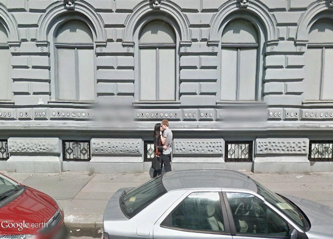 """STREET VIEW : embrassez-vous ... vous êtes photographiés ! (Répliques de la photo """"Le baiser de l'Hôtel de Ville"""" de Robert Doisneau) - Page 2 Kissss10"""