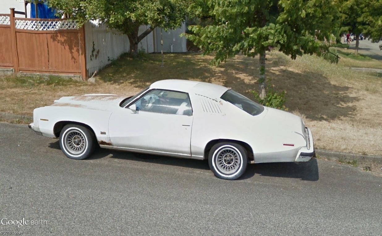 STREET VIEW : les vieilles voitures américaines Pontia11