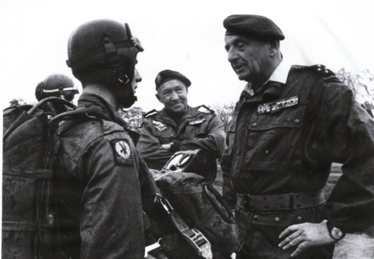 BIGEARD Marcel - général - grand soldat meneur d'hommes INDO et Algérie jusqu'en 1959 Bigear13
