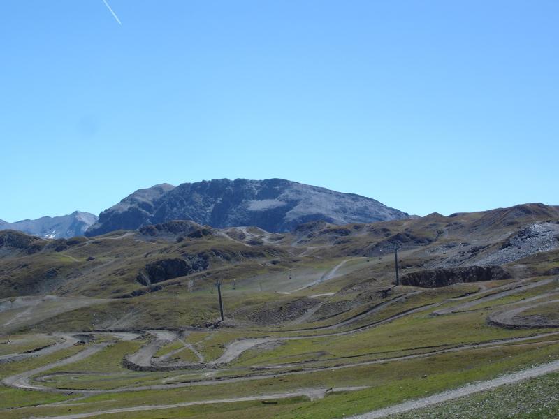 [Val d'Isère] Le salon du 4x4, qu'en pensez-vous? - Page 2 Dsc03410