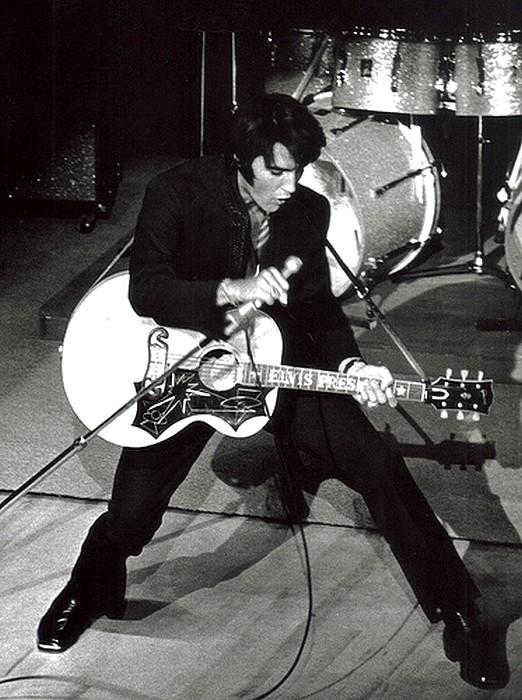Elvis Presley 25331910
