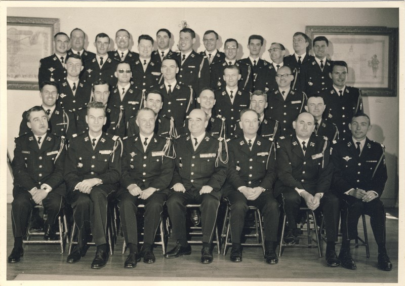 groupe d'offciers du 24e Groupe de chasseurs vers 1970 ? Entra173