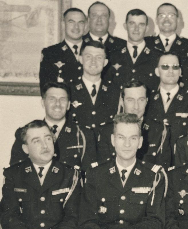 groupe d'offciers du 24e Groupe de chasseurs vers 1970 ? Entra174