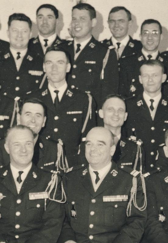 groupe d'offciers du 24e Groupe de chasseurs vers 1970 ? Entra175