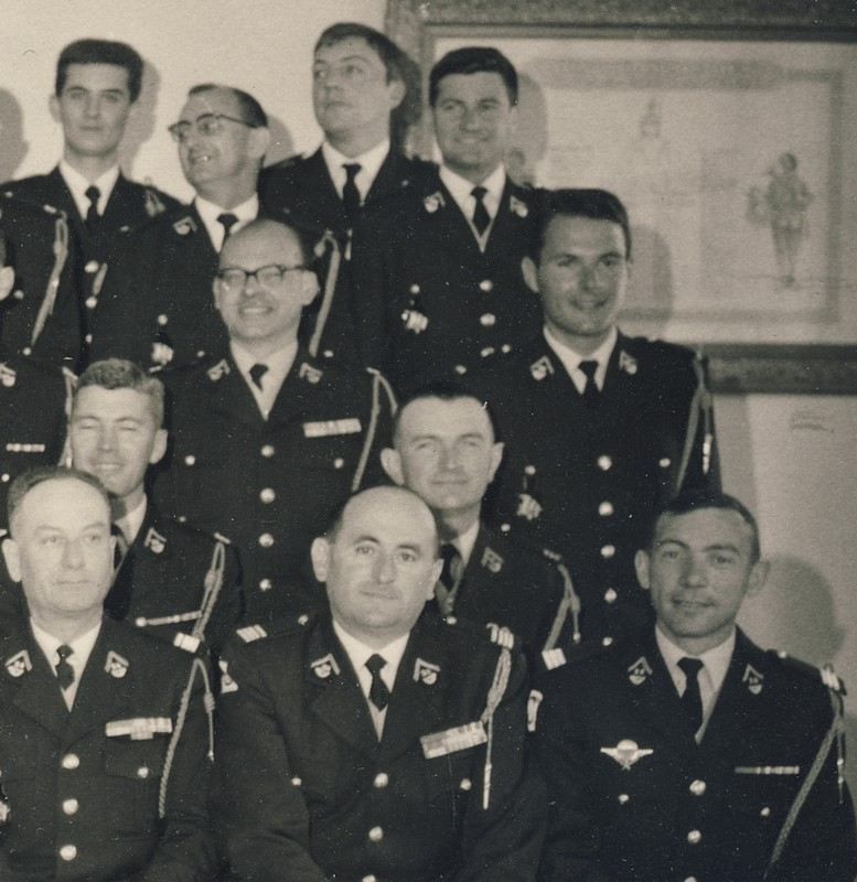 groupe d'offciers du 24e Groupe de chasseurs vers 1970 ? Entra176