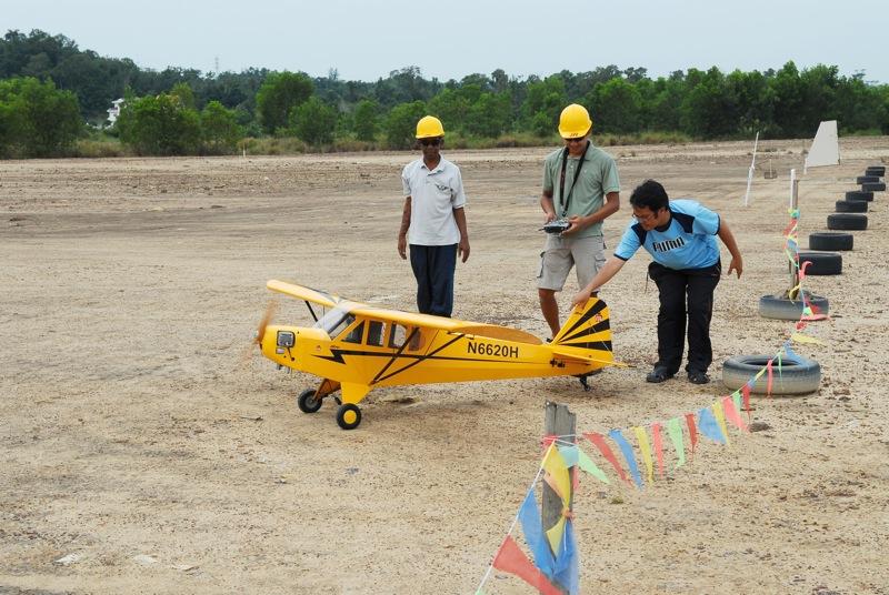 Jerry's 1/3 Scale Piper Cub @ Tanah Jambu Field Jerry_38