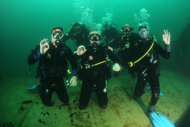 More divers 13775910
