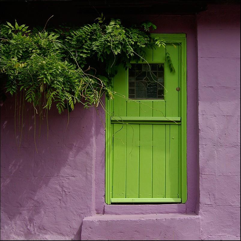 Behind the green door Behind10