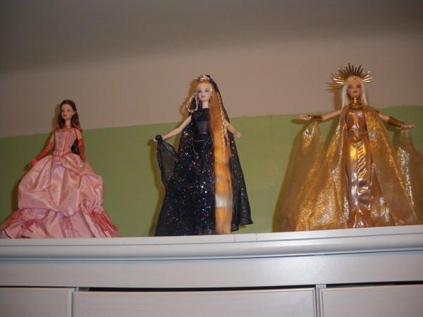 Ma collection de poupées Barbies - Page 2 Imgp0311
