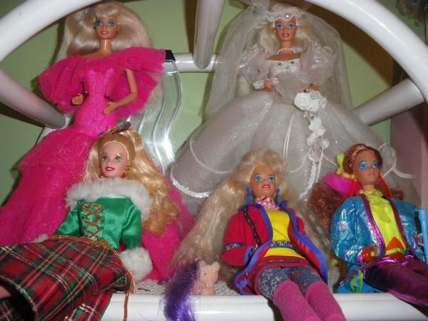 Ma collection de poupées Barbies - Page 2 Imgp0312