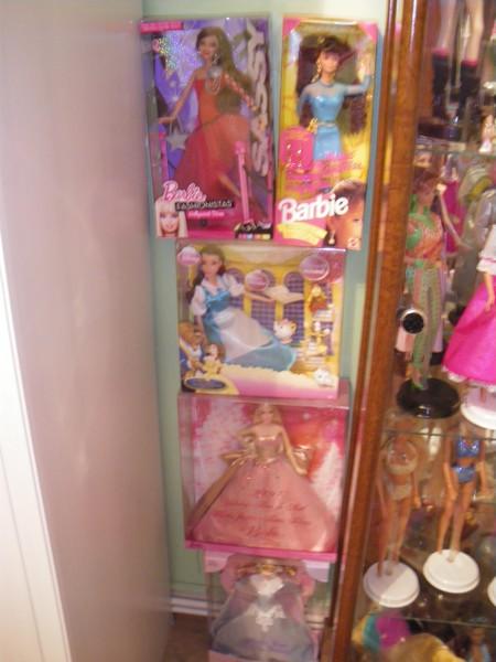 Ma collection de poupées Barbies - Page 2 Imgp0316