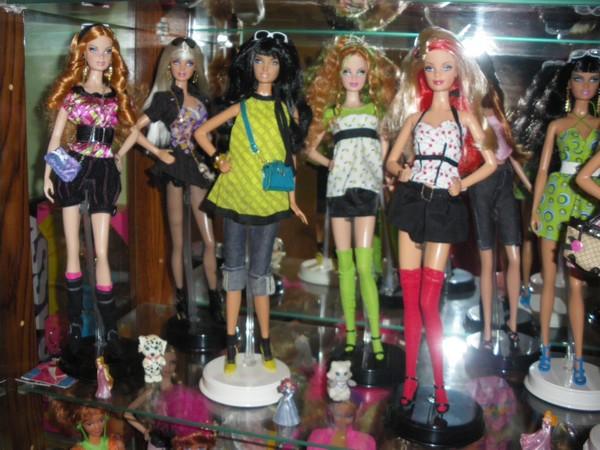 Ma collection de poupées Barbies - Page 2 Imgp0317