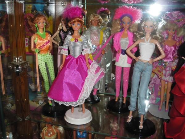 Ma collection de poupées Barbies - Page 2 Imgp0319