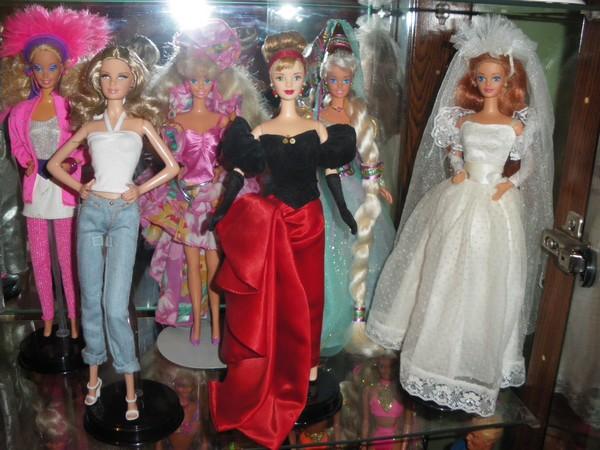 Ma collection de poupées Barbies - Page 2 Imgp0320