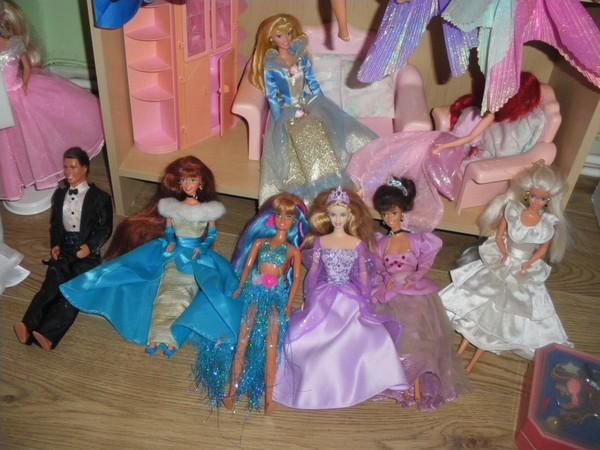 Ma collection de poupées Barbies - Page 2 Imgp0323