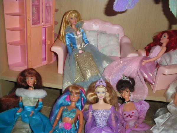 Ma collection de poupées Barbies - Page 2 Imgp0324