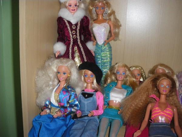 Ma collection de poupées Barbies - Page 2 Imgp0327