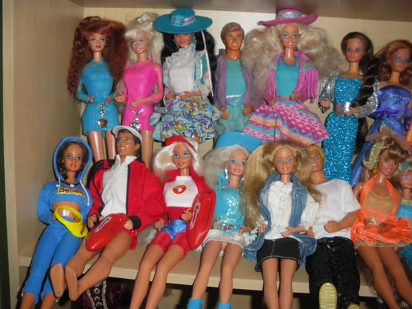 Ma collection de poupées Barbies - Page 2 Imgp0330