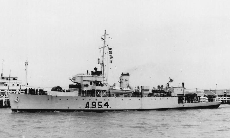 M900 / A954 Adrien De Gerlache (ex HMS Liberty) - Page 10 A_954_10