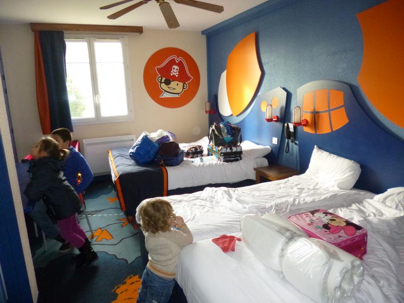 Découverte du B&B DLP puis DLH chambre familiale terrasse  - Page 3 Disney25