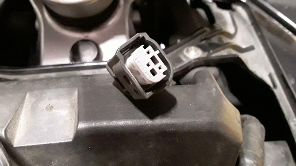 Connecteur compartiment batterie ? 20210810