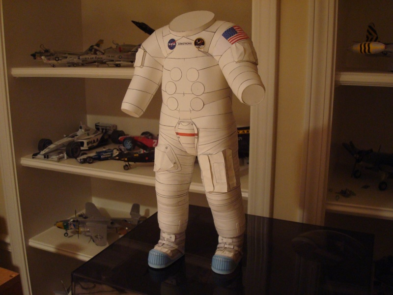 [maquette papier] astronaute lunaire au 1/6 Ap520011