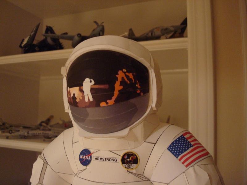 [maquette papier] astronaute lunaire au 1/6 Ap820010