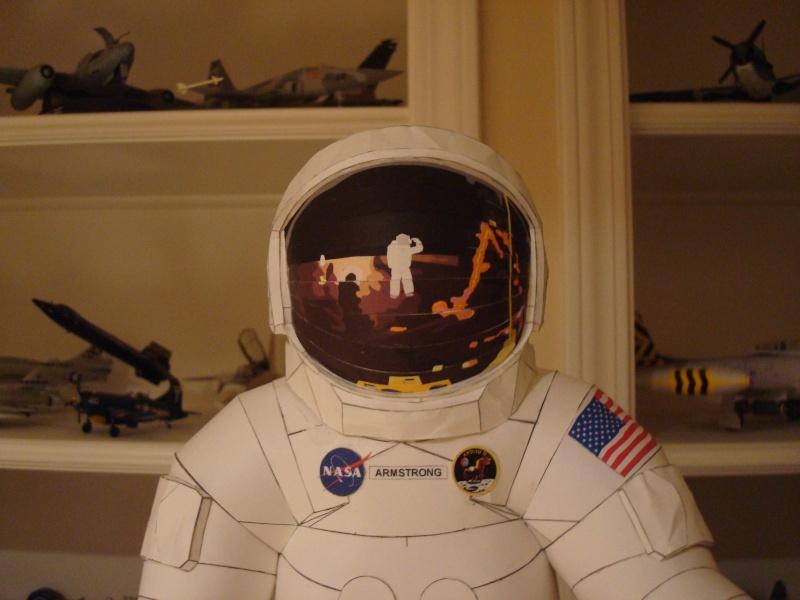 [maquette papier] astronaute lunaire au 1/6 Ap920010