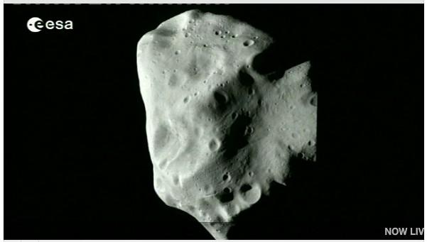 Rosetta : survol de l'astéroïde Lutetia - Page 2 Sans_t19