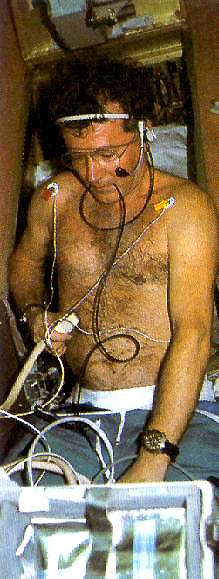 Recherche photos de la montre Yema Spationaute III Aragatz de Jean-Loup Chrétien. Jltors10
