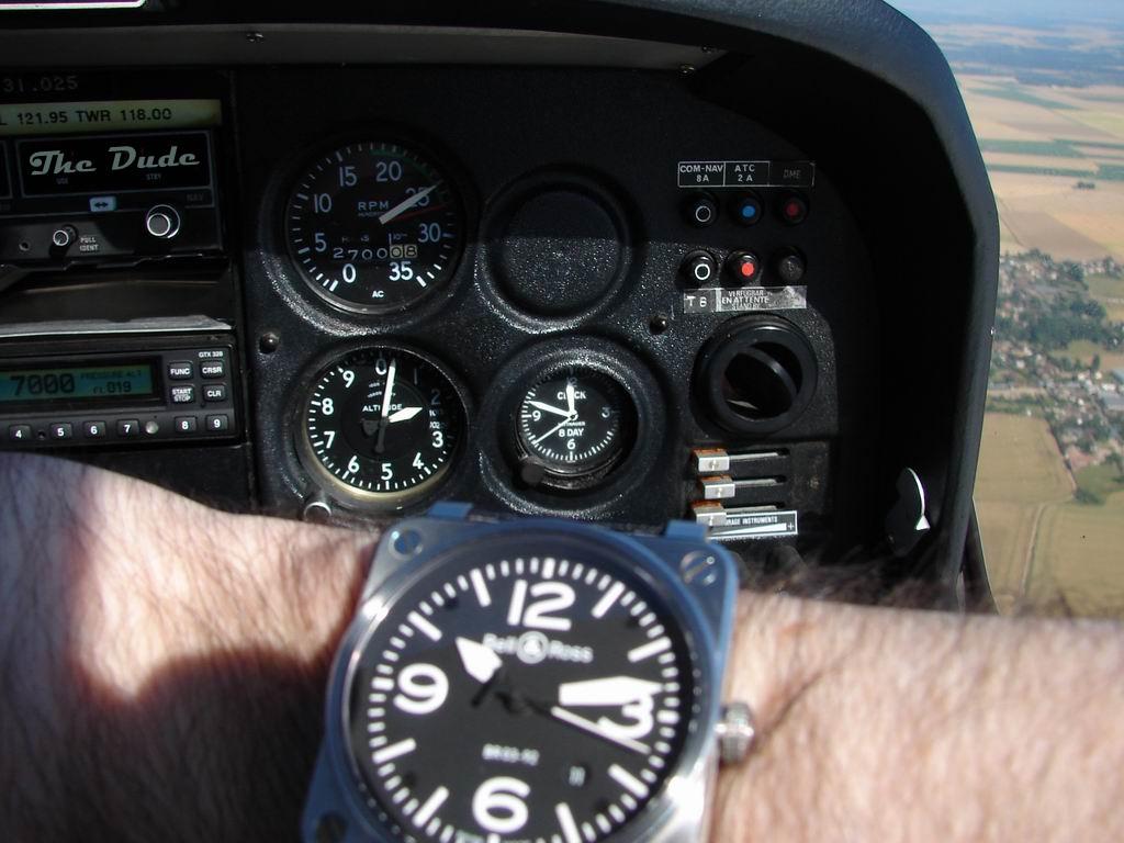 Montres de bord d'avion, sous-marin, tank, voiture, camion, bus ... Dsc04610