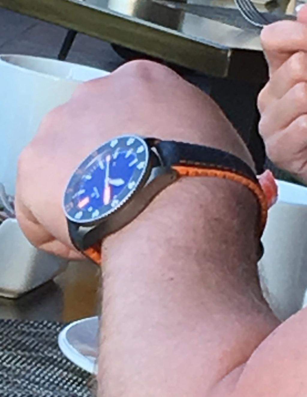 Cherche plongeuse aiguille blanche et orange  160c0a10