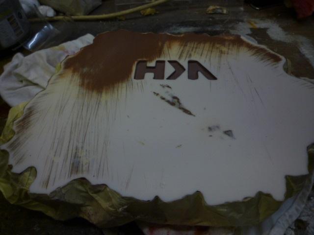 reparation retouche d un socle resine P1120215