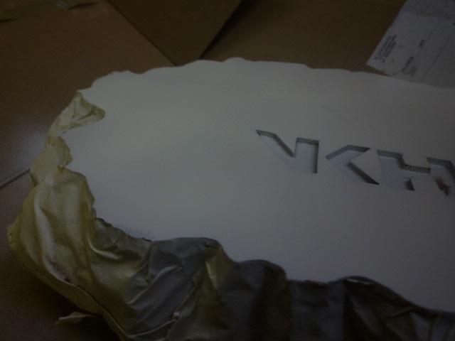 reparation retouche d un socle resine P1120310