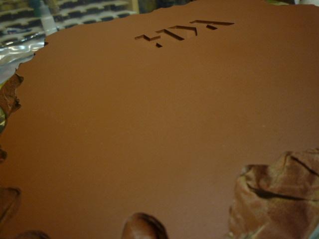 reparation retouche d un socle resine P1120412