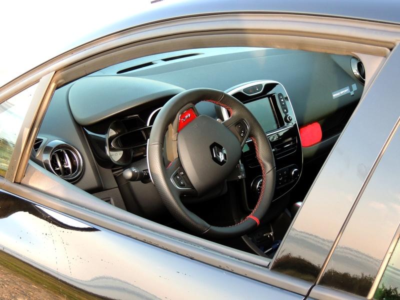 Clio RS IV Trophy noire (nouvelles photos) Dscn3411