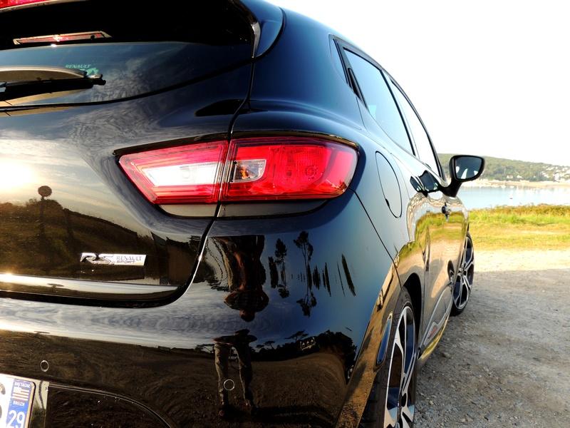 Clio RS IV Trophy noire (nouvelles photos) Dscn3415