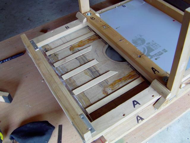 La machine à thermoformer les verrièrres d'avions, ou tout autres formes. - Page 2 Imag0256