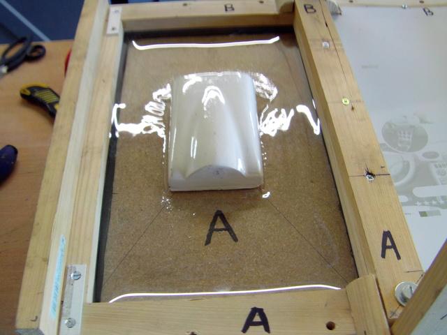 La machine à thermoformer les verrièrres d'avions, ou tout autres formes. - Page 2 Imag0262