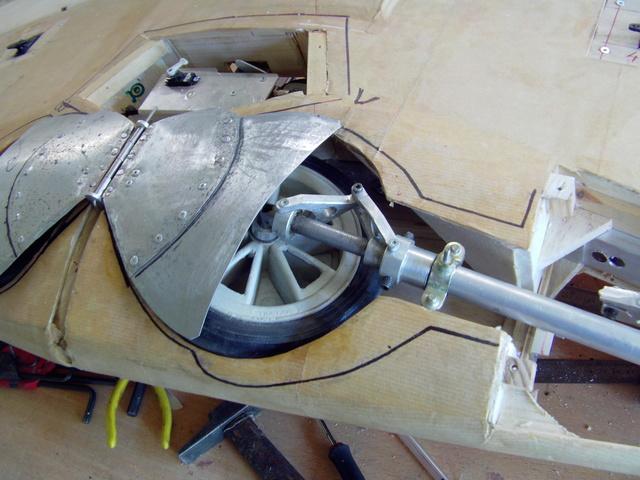 Montage des obturateurs de puits de trains du FW 190 Imag0288